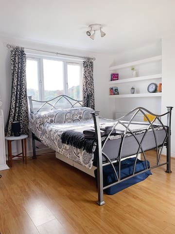 Lovely, light, Loft room with en suite in Moseley.