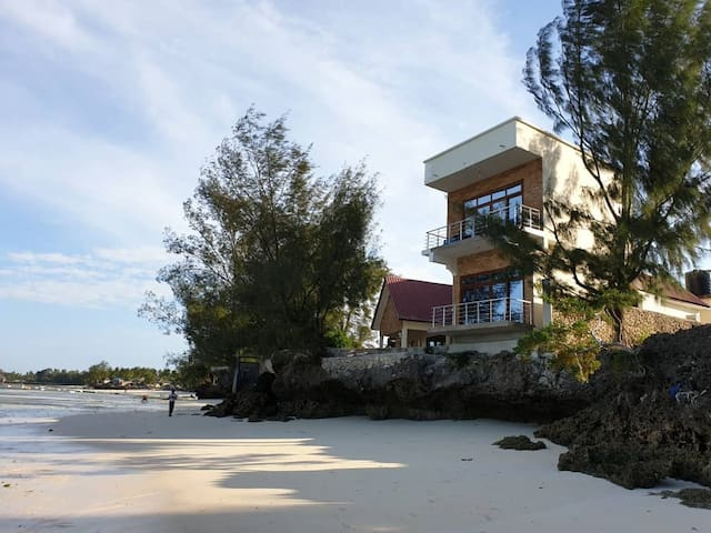 Marumbi beachfront overhang