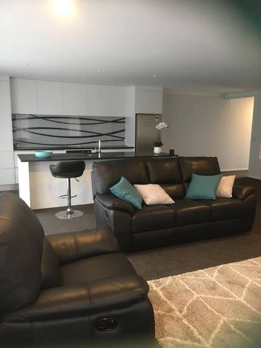Lounge Unit 6