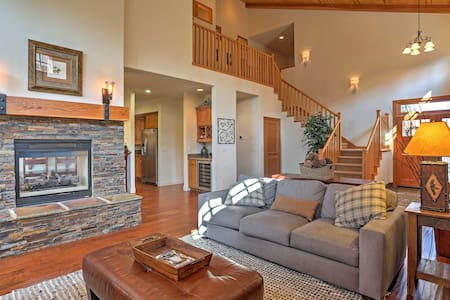 Updated Spacious Truckee Home: Hot Tub & BBQ Patio