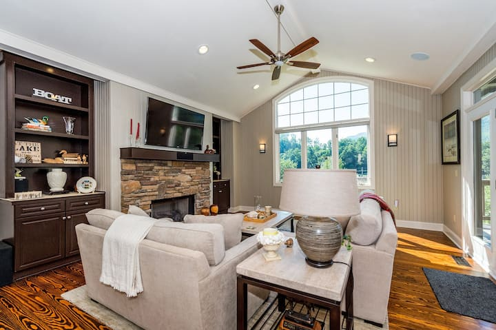 Upscale townhome with Lake Lure & mtn views