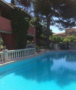 Charmant et confortableT1 accès piscine cote dAzur