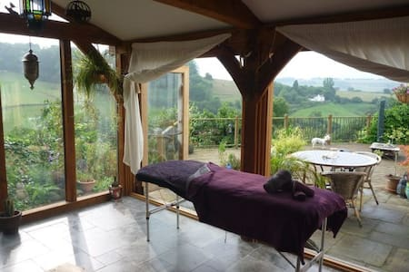 Cottage with Double, Single & Private Bathroom - Gloucestershire