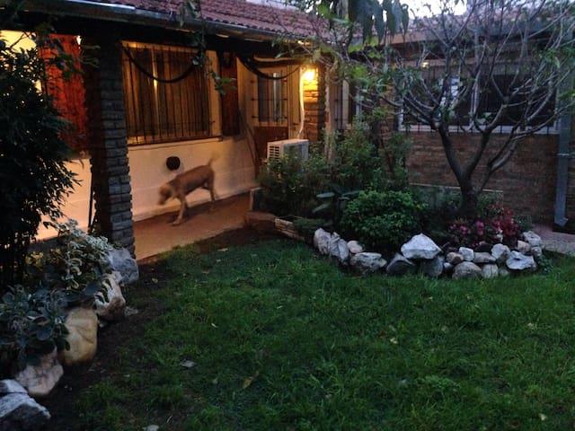 Jardin y patio lindero