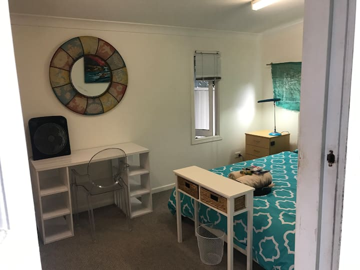 Spacious private cottage, Heart of the Gold Coast