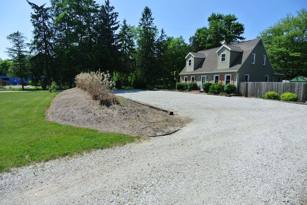 Private parking 16-car lot next to front keypad-entrance for your convenience!