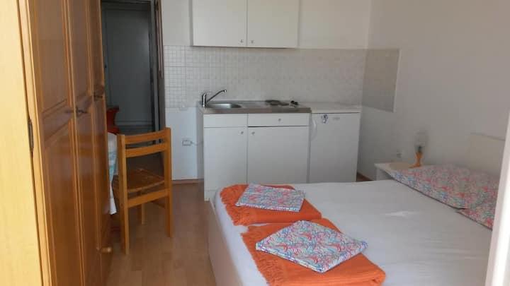 Studio flat with balcony and sea view Tučepi, Makarska (AS-16037-b)