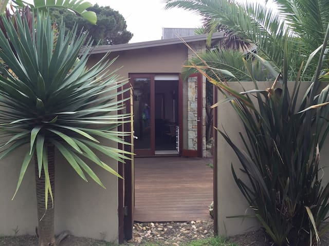 10 Kirra Modern Private Bungalow. Beach location. - Phillip Island - Bungaló
