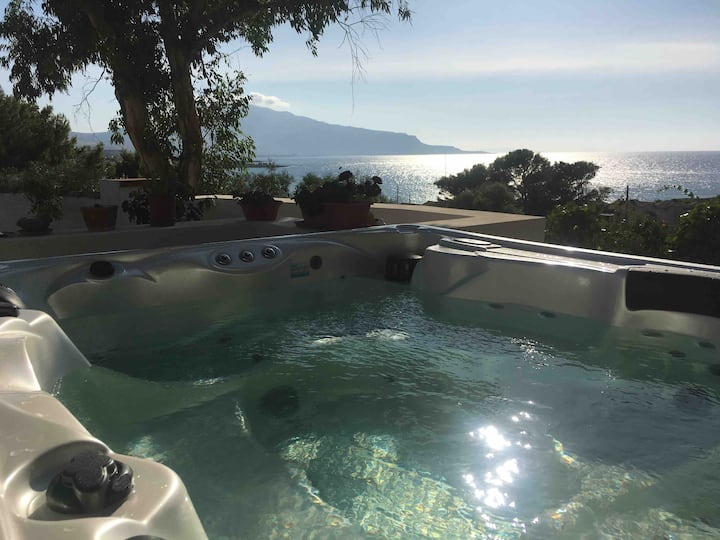 JACUZZI IN Luxury terrace SEA VIEW SUNSET