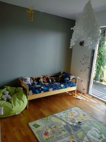 chambre avec possibilité lit parapluie et matelas