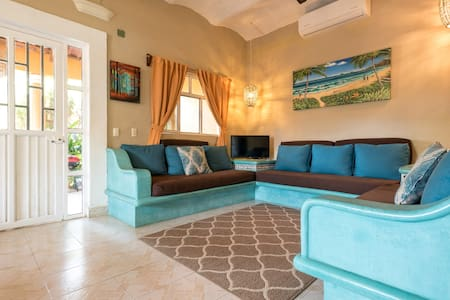 Charming Casa Risa 10 Min Walk to Beach and Plaza