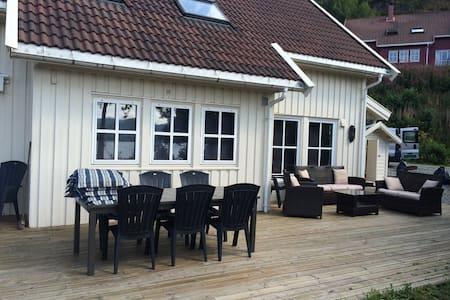SKOMRAK V/SJØEN, PÅ SØRLANDET, BÅT - Skomrak - Cabanya