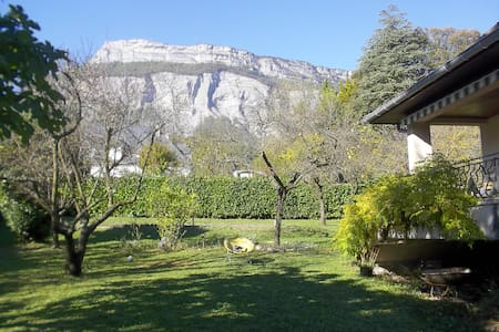 Villa proche Grenoble 150 m2, jardin vue montagnes - Meylan - Villa