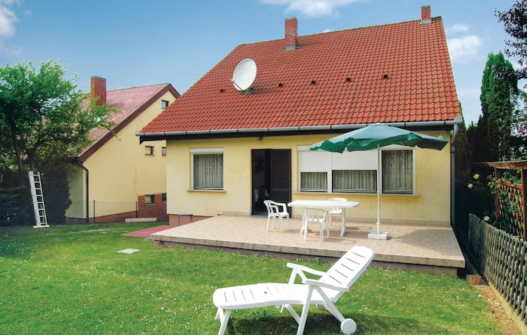 Holiday cottage with 6 bedrooms on 300m² in Balatonföldvár