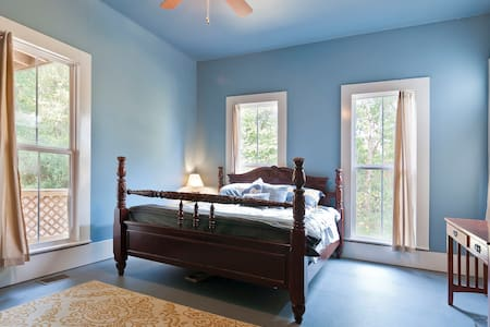 King Size Bed, Natural Light! Located on 1 - Chattanooga - House