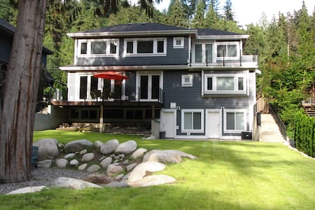 Riverfront Bed & Breakfast - Seymour Room+Parking - North Vancouver