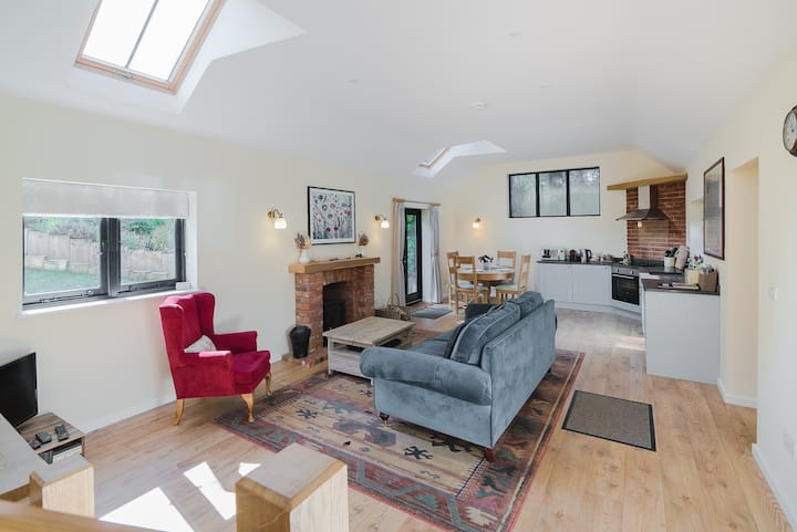 ★Tulip Tree Cottage★ Huge Garden+dog friendly