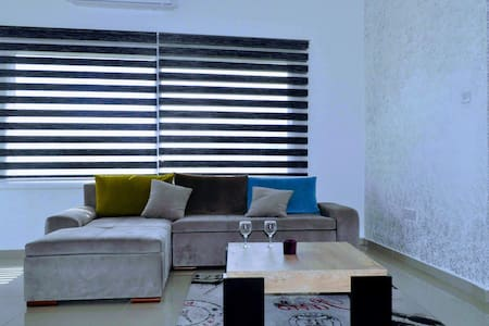 Central Girne Modern Flat with Rooftop Pool