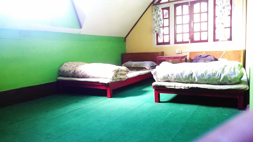 Cozy Attic Rooms/Himalayan Homestay - Chaita Pani Tea Garden - House