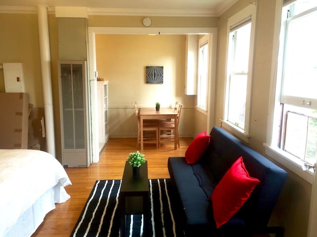 Historic apt in Pike/Pine District! Clean & Bright - Seattle - Lakás