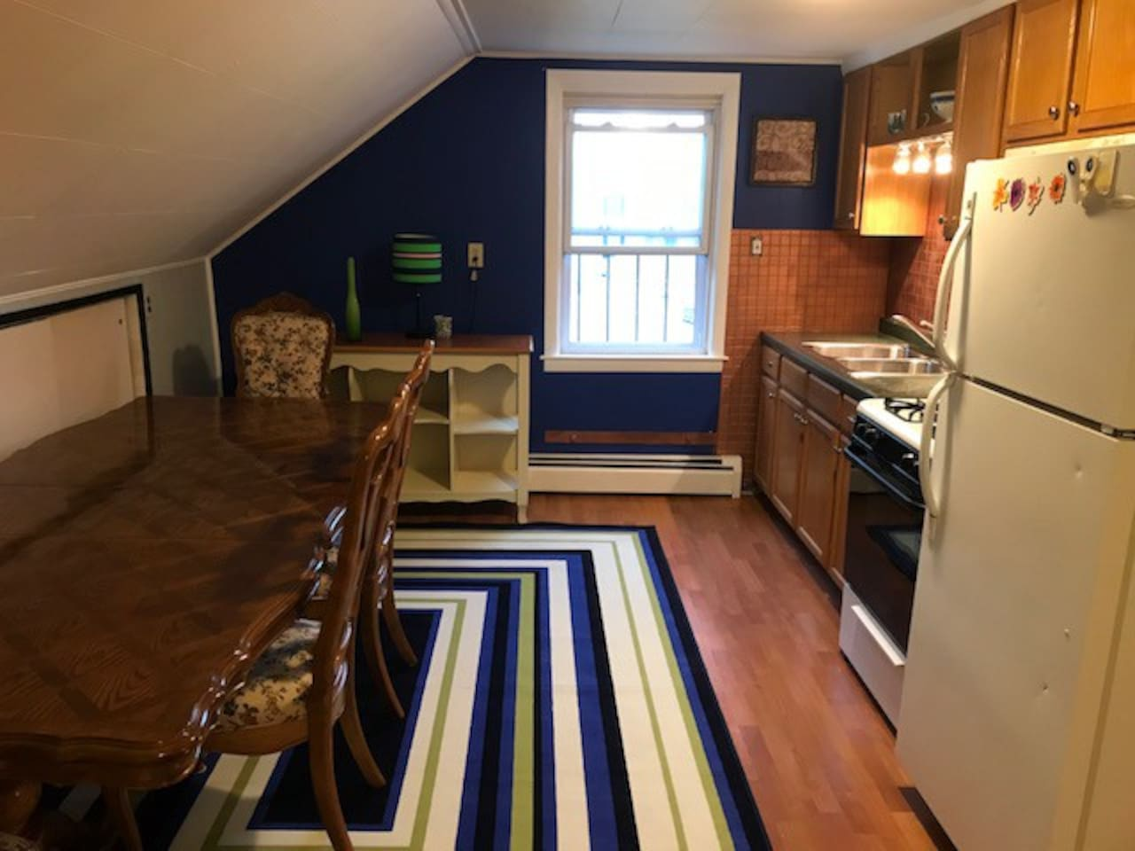 Fully equipped kitchen, spacious large table.