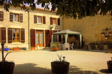 Gite with pool in quiet Hamlet - Saint-Georges-de-Longuepierre