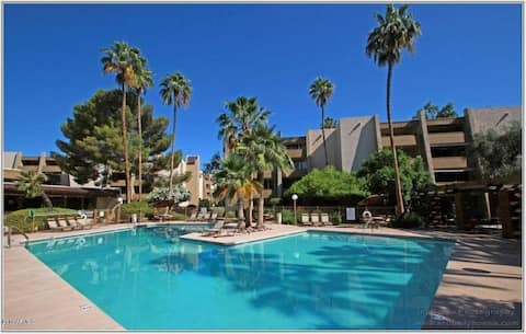 Walking distance to Old Town Scottsdale!!