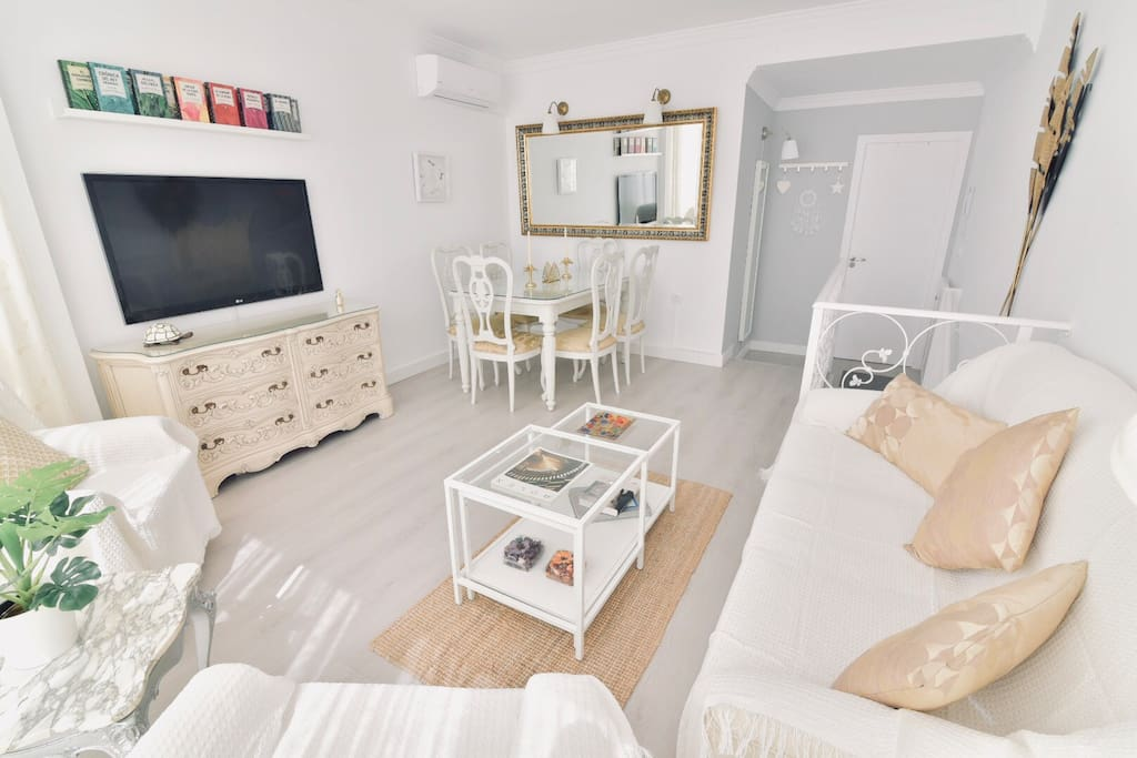 "Romantic and modern full equipped Living Room. Air conditioning/heater, 47"" LG TV with international channels, Free WIFI..."