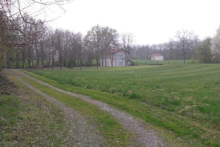 Maison de campagne isolée - Rochetoirin - Haus