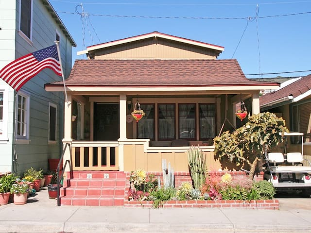 Quaint Cottage in Avalon, Arts & Crafts Style, Charming Front Porch, A/C - 329 Catalina