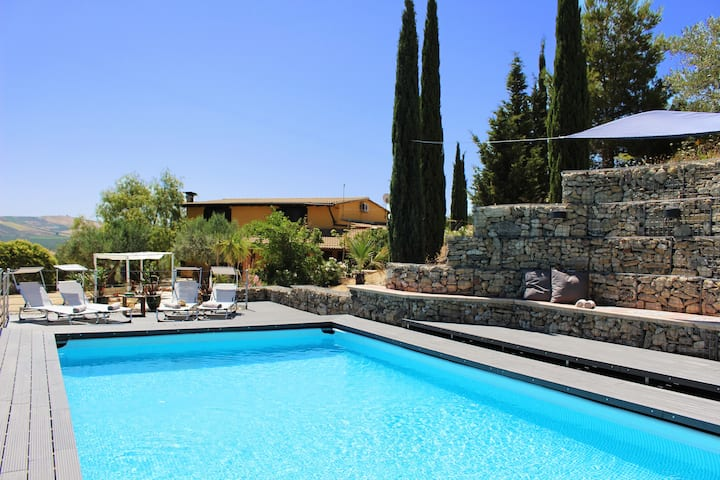RURAL Sicily Large 5* Family Villa Pool & Privacy