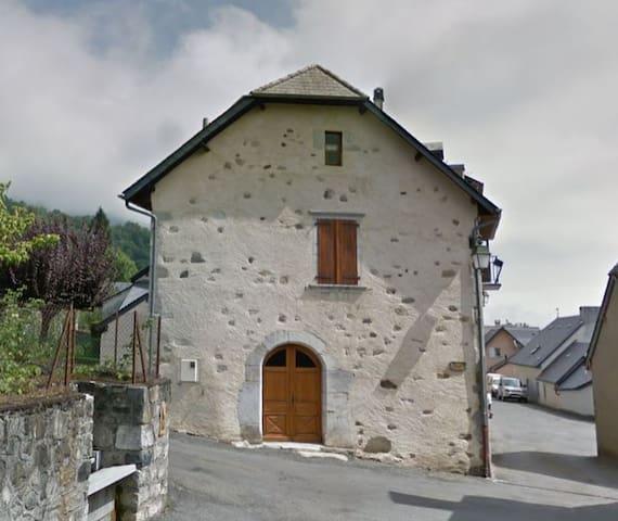 Arras en Lavedan, maison de village au calme.