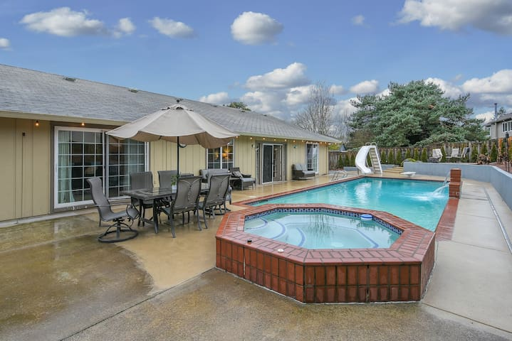 Quarantine in fun★ Pool Open Now! Open & Spacious House