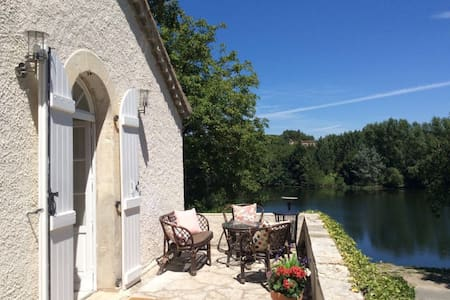 Riverside house with swimming pool - Prayssac - Talo