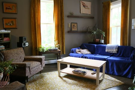 Farmhouse in the City - Charlottetown - House