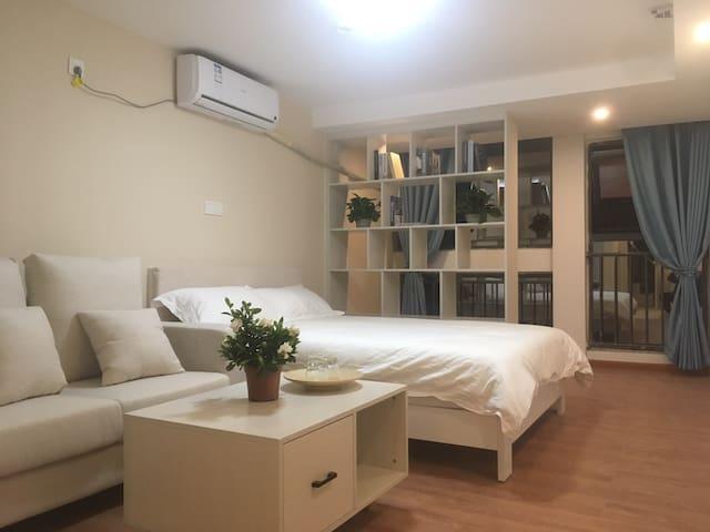 龙湖时代天街/电子科技大学/川大锦城/简约温馨一居室公寓