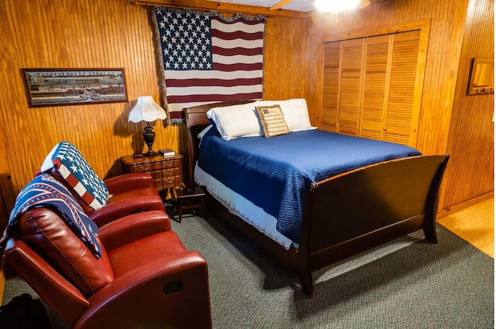 Mountain Aire Cottages & Inn - The Americana Room