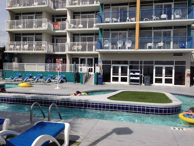 Newly Upgraded Oceanfront 2-br condo in Broadwalk