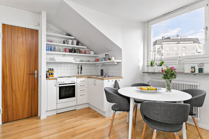 Converted attic studio flat, 8 mins from Sthlm C
