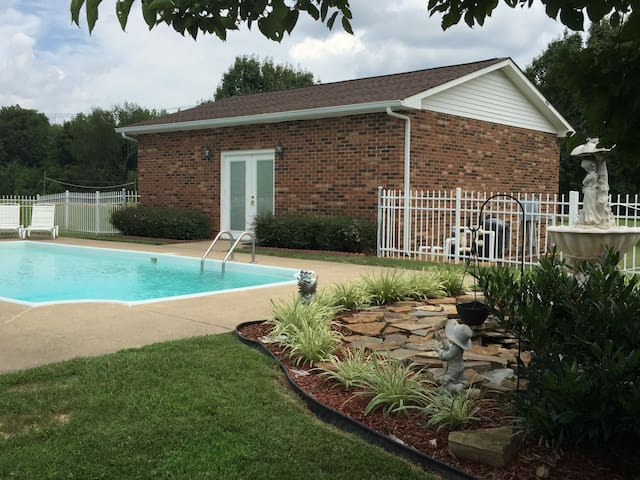 Country Retreat with pool; minutes to Nashville - Nashville - Apartment
