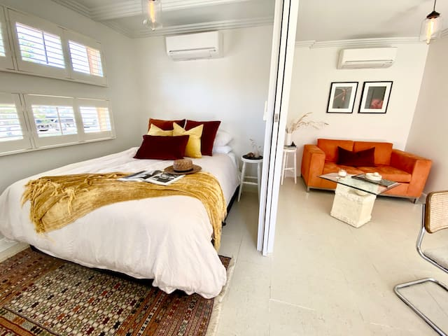 Welcome to Wings Mt Eliza. Bedroom and living areas are private or not with lockable double sliding doors. Two split system air-con units for your comfort. Beautiful soft lighting with dimmers to set the mood.