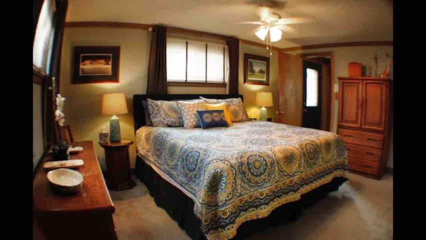 Main First Floor Bedroom with En suite Bathroom