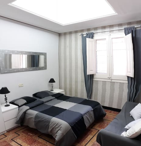 Cómoda habitación  en pleno centro  de Tortosa