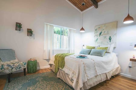 New Modern, Rustic Cottage Near Volcano Natl Park