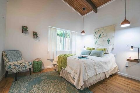 New Modern, Rustic Cottage Near Volcano Natl Park