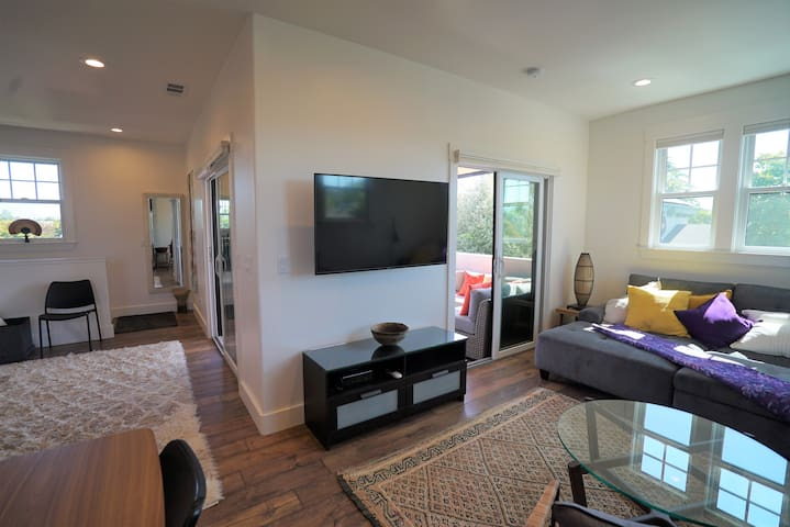 Hardwood floors with high quality padded carpets. 360 views of Livermore and the surrounding hills throughout the apartment.