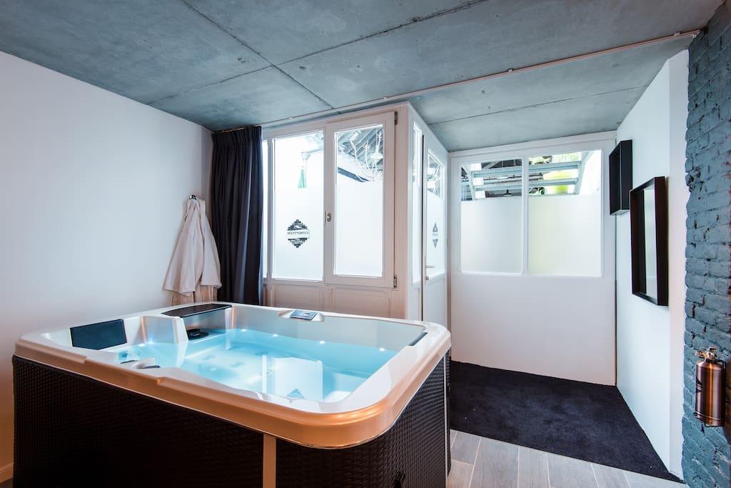 suite avec spa jacuzzi privatif 2 lofts louer lille nord pas de calais france. Black Bedroom Furniture Sets. Home Design Ideas