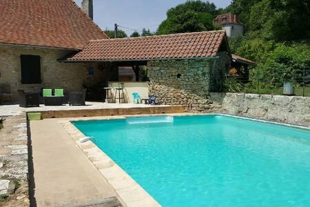 Le Moulin de Pouget ***  piscine et grande chambre