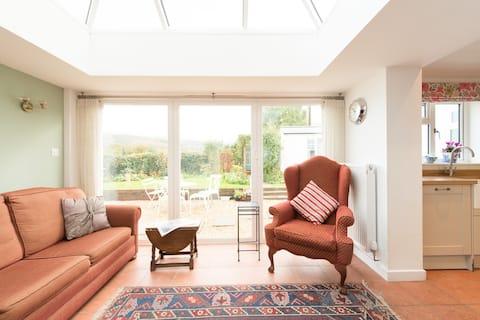 Cosy cottage private ground floor en-suite room