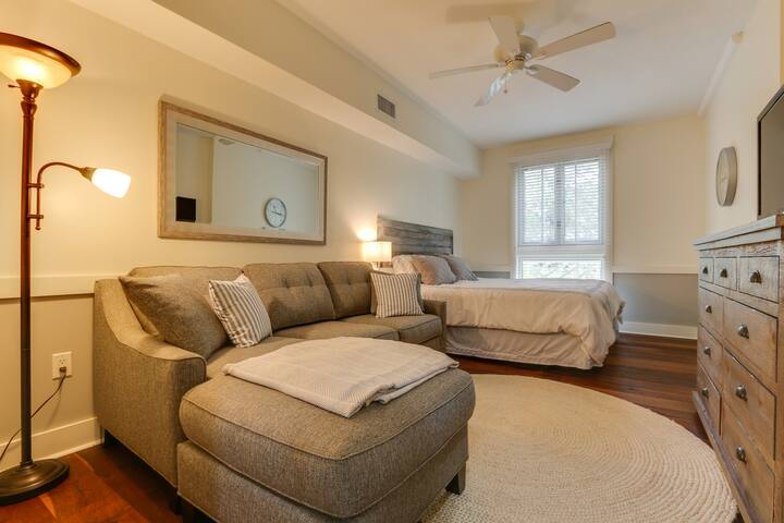 You need a 'Current Escape' in this clean Sandestin condo with a huge pool!